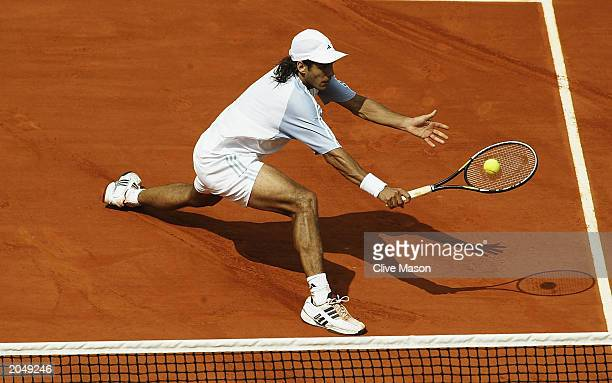 Mariano Zabaleta of Argentina returns in his fourth round match against Guillermo Coria of Argentina during the eighth day of the French Open on June...