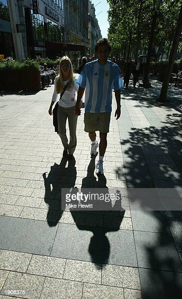 Mariano Zabaleta of Argentina with his girlfriend Magali on the Champs Elysee during the French Open held on June 1 2002 at Roland Garros in Paris...