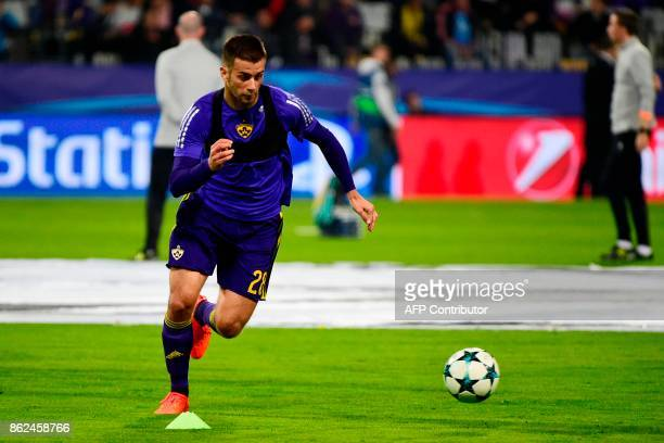 Maribor's Slovenian defender Mitja Viler runs with the ball as he takes part in a warm up session prior to the UEFA Champions League group E football...