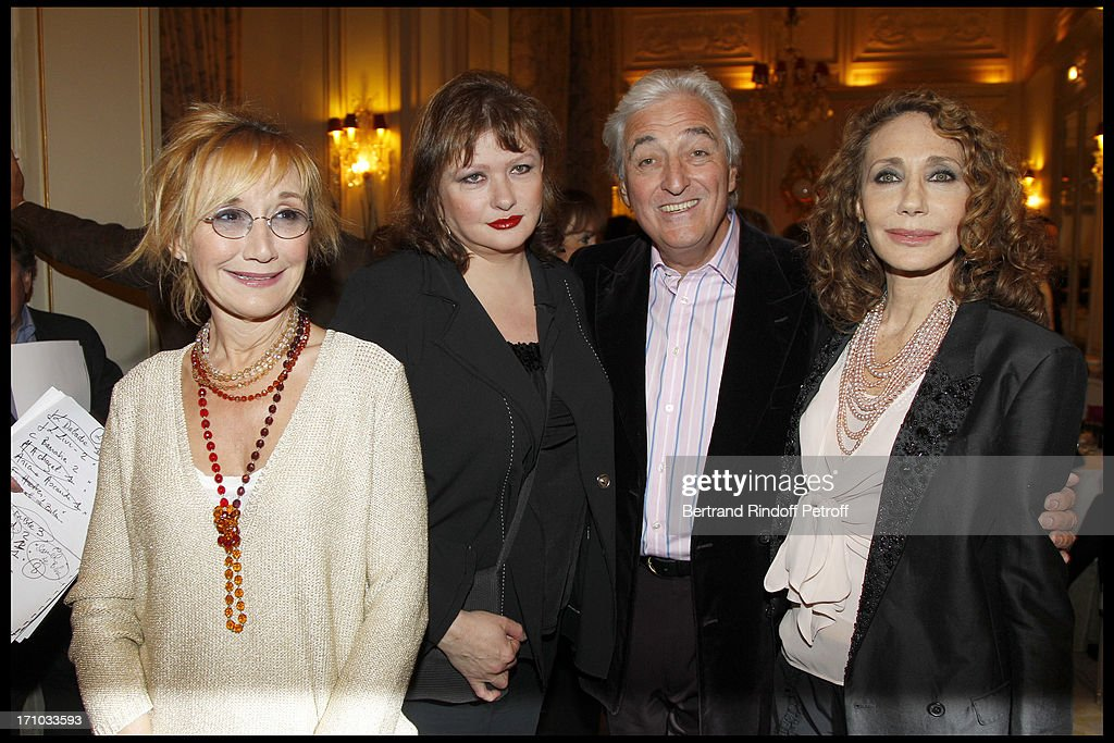 "10th Edition Of Literary Prize ""Cine Roman Carte Noire"" At Hotel Plaza Athenee In Paris  : Photo d'actualité"