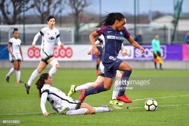 Marie Antoinette Katoto of PSG and Estelle Cascarino of Paris FC during the Women's Division 1 match between Paris Saint Germain and Paris FC on...