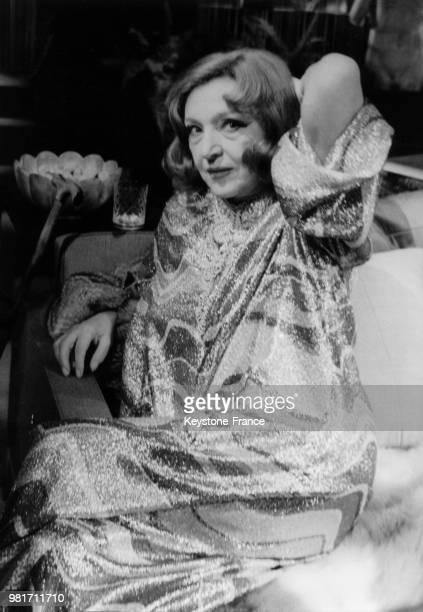 Marie Bell répétant la pièce de théâtre 'Les Yeux crevés' de Jean Cau mise en scène par Raymond Rouleau au théâtre du Gymnase à Paris en France le 6...