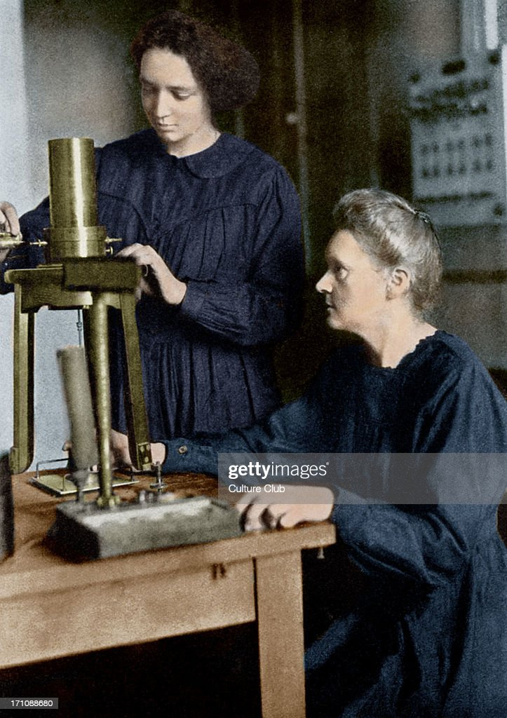 Marie Curie and her daughter Irene : News Photo
