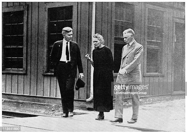 Marie CURIE Polishborn French physicist and Nobel laureate during her tour of the United States in 1921 in discussion with two fellow scientists at...