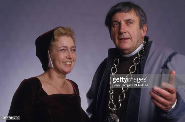 Marie Dubois et Daniel Ceccaldi en costume pour la pièce de théâtre 'Thomas Moore' à Paris le 28 février 1987 France