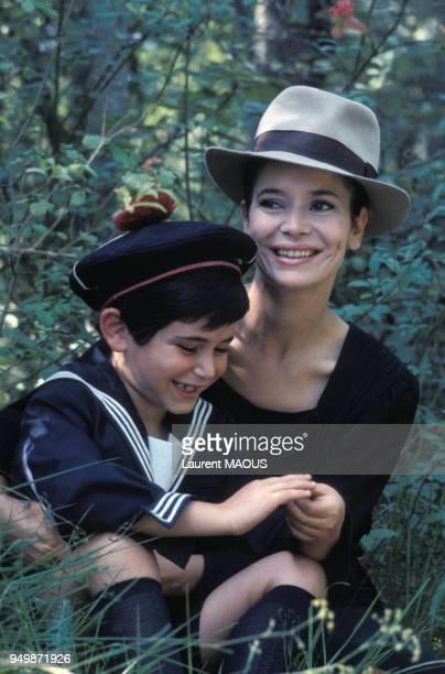 Marie José Nat et David Drach sur le tournage du film de Claude Lelouch 'Les uns et les autres' en 1974 en France