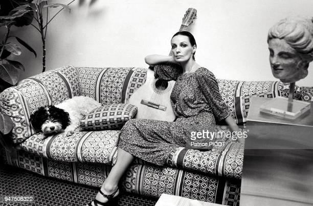 Marie Laforêt chez elle, 1976.