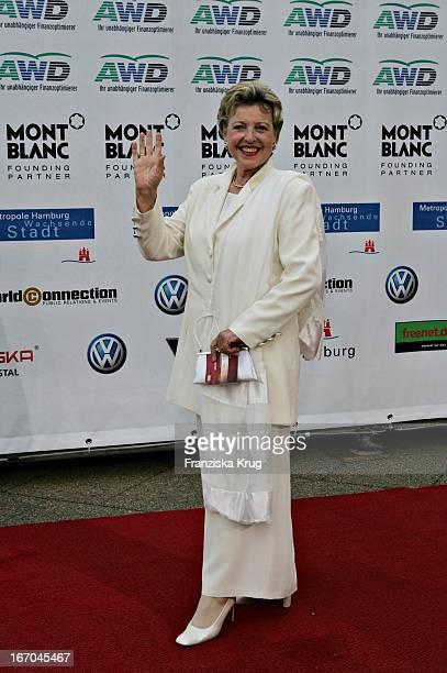 Marie Luise Marjan Bei Der Ankunft Zu Verleihung Der Womens World Awards In Hamburg