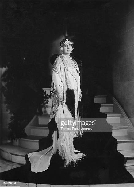 Marie of Edinburgh Queen consort of Romania at the Romanian Legation in Washington DC 19th October 1926 She is dressed for a White House state dinner...