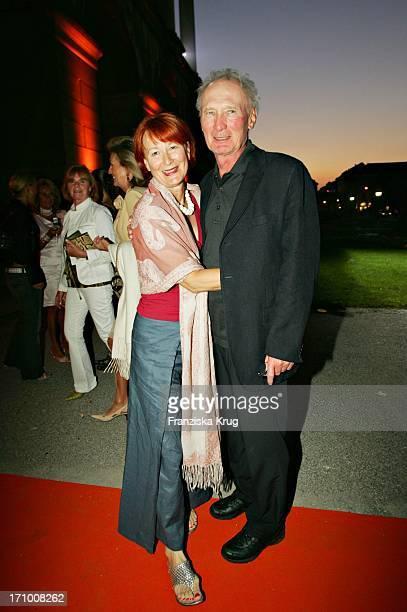 Marie Pocolin, Arthur Brauss Bei Der Gabriele Blachnik Modenschau Der Herbst Winter 2005/2006 Kollektion In Der Kassenhalle Des Herkulessaals Der...