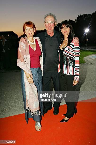 Marie Pocolin, Arthur Brauss Und Elke Reichert Bei Der Gabriele Blachnik Modenschau Der Herbst Winter 2005/2006 Kollektion In Der Kassenhalle Des...