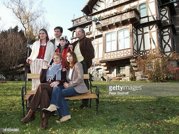 Marie Seiser Francis FultonSmith David Bode Ulrich Pleitgen Uta Schorn Christina Plate ARD/MDRSerie Familie Dr Kleist Eisenach Villa Haus Bank...