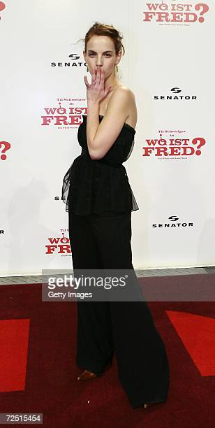 Marie Zielcke arrives for the Premiere of Wo ist Fred at the Sony Center on November 12 2006 in Berlin Germany