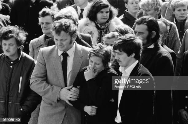 MarieAnge Laroche à l'enterrement de son mari Bernard Laroche tué par JeanMarie Villemin le père du petit Grégory Jussarupt le 2 avril 1985