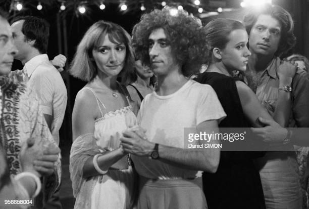 MarieAnne Chazel et Luis Rego sur le tournage du film 'Les Bronzés' réalisé par patrice Leconte en mars 1978 à Abidjan Côte d'Ivoire