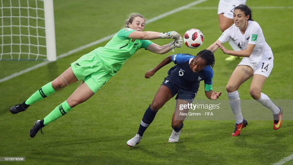 Marie-Antoinette Katoto of France tries to score against goalkeeper Anna Leat and Claudia Bunge of New Zealand during the FIFA U-20 Women's World Cup France 2018 group A match between France and New Zealand at Stade de la Rabine on August 8, 2018 in Vannes, France.