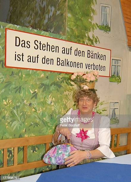 """Mariechen vom Comedy-Duo """"Heißmann & Rassau"""" alias Martin Rassau , ARD/ORF/SF-Musikshow """"Musikantenstadl"""", München, Bayern, Deutschland, Europa,..."""