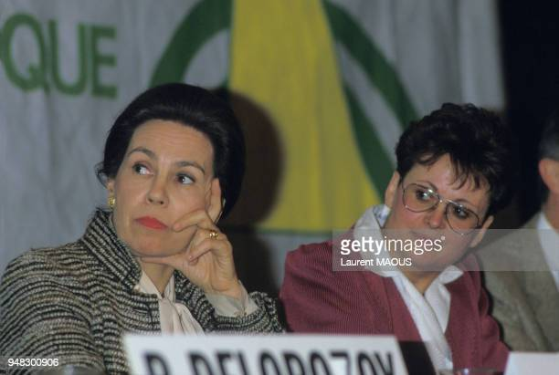MarieFrance Garaud et Christine Boutin en campagne pour les élections législatives dans les Yvelines le 11 février 1986 France