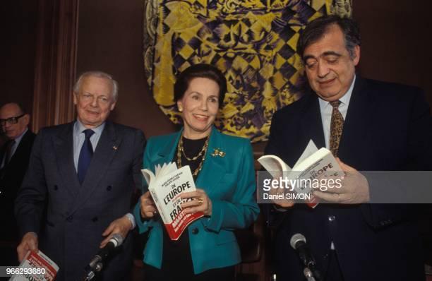 MarieFrance Garaud et Philippe Seguin lors de la presentation de leur livre 'De l'Europe en general et de la France en particulier' le 13 avril 1992...