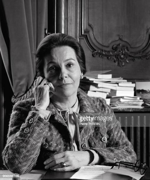 MarieFrance Garaud femme politique à son bureau en mars 1984 à Paris France