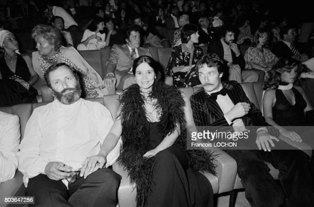 MarieJosé Nat avec son époux le metteur en scène Michel Drach et l'acteur et producteur Jacques Charrier au Festival de Deauville en septembre 1975...