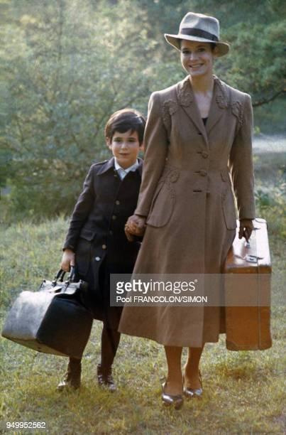 MarieJosé Nat et son fils David Drach dans le film 'Les Violons du bal' réalisé par Michel Drach en août 1973 en France