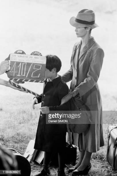 MarieJosé Nat et son fils david sur le tournage du film 'Les violons du bal' réalisé par son mari Michel Drach à Vichy France en août 1973