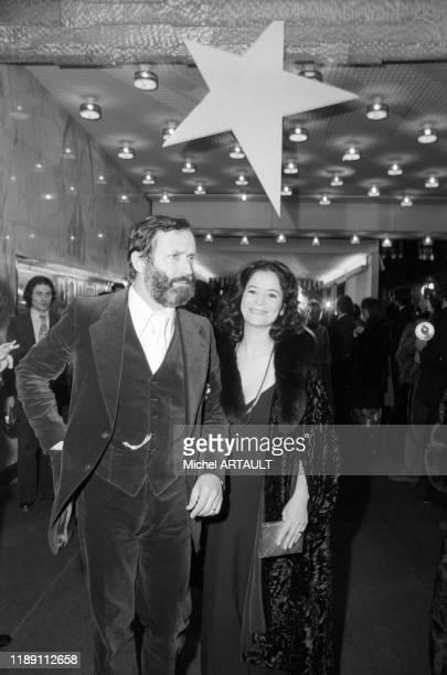 MarieJosé Nat et son mari Michel Drach à la 1ère du film 'Il était une fois Hollywood' au cinéma 'Normandie' à Paris France le 15 janvier 1975