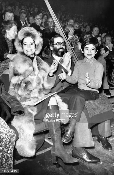 MarieJosée Nat Michel Drach et leur fils le 23 novembre 1973 à Paris France