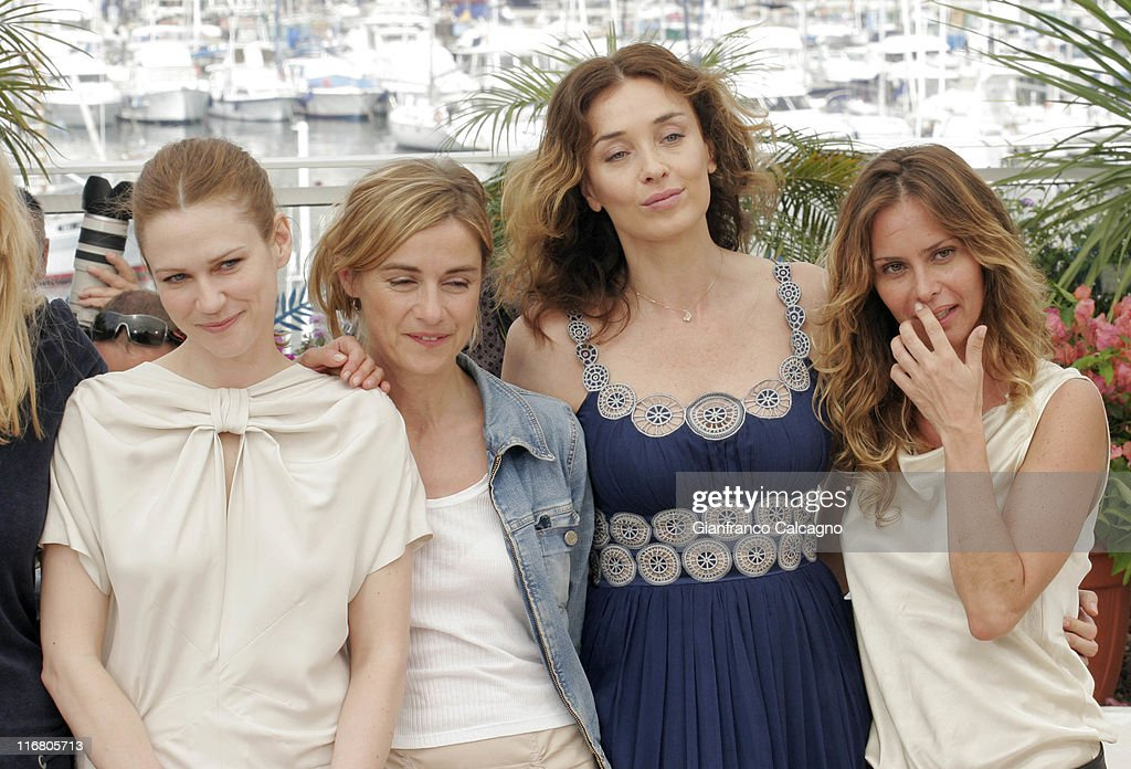 2007 Cannes Film Festival - Le Scaphandre et le Papillon (The Diving Bell and the Butterfly) Photocall : News Photo