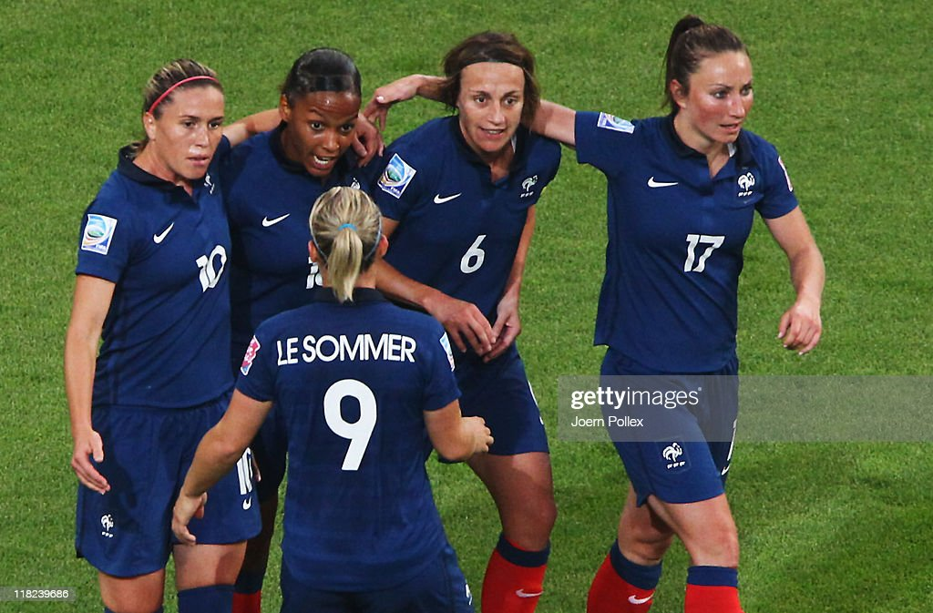 France v Germany: Group A - FIFA Women's World Cup 2011 : Photo d'actualité