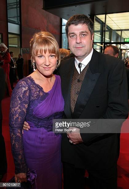 Mariele Millowitsch Lebensgefährte Dr Alexander Isadi SAT1Gala Deutscher Fernsehpreis 2005 Köln Deutschland PNr 1246/2005 Coloneum roter Teppich...