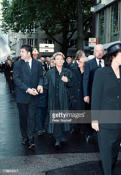 Mariele Millowitsch Lebensgefährte DrAlexander Isadi Trauergäste WillyMillowitsch Beerdigung Köln Trauermarsch