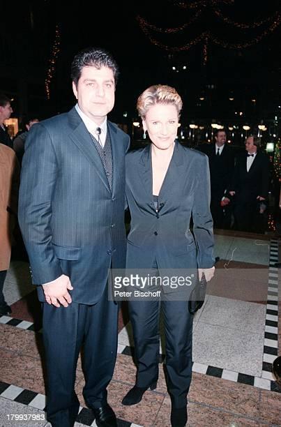 Mariele Millowitsch mit Lebensgefährte DrAlexander Isadi TelestarVerleihung Köln