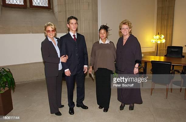 Mariele Millowitsch, Philipp Eisenlohr , Braut Jin-A, Dr. Katarina Eisenlohr , v.r.n.l., Tochter von Willy Millowitsch), Kölner Rathaus, Standesamt,...