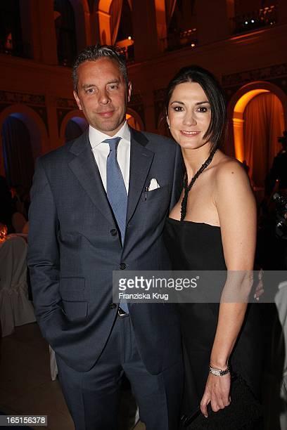 Mariella Ahrens Und Ehemann Patrick Graf Von Faber Castell Bei Der Verleihung Der Goldenen Feder In Der Handelskammer In Hamburg
