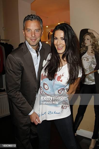 """Mariella Ahrens Und Ihr Ehemann Patrick Graf Von Faber Castell Bei Der Präsentation Der Neuen T-Shirtkollektion Ihres Modelabels """"Alleira M"""" Im..."""