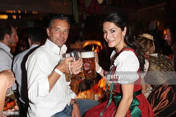 Mariella Ahrens Und Ihrem Ehemann Patrick Graf Von Faber Castell Beim Oktoberfest Im Käfer Festzelt In München Am 190909