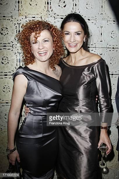 """Mariella Gräfin Von Faber Castell Und Sängerin Lucy Diakowska Beim Charity Dinner Zu Gunsten Lebensherbst E. V. Im """"Uma"""" Restaurant Im Hotel Adlon In..."""