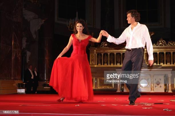 Mariella Gräfin Von Faber Castell Und Winfried Glatzeder Bei Der Premiere Von Jedermann Im Berliner Dom In Berlin