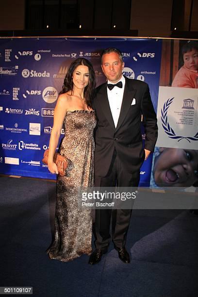 """Mariella Gräfin von Faber-Castell , Ehemann Patrick, Charity-Veranstaltung, 17. """"Unesco-Benefiz-Gala"""" 2009, Hotel """"Maritim"""", Düsseldorf,..."""