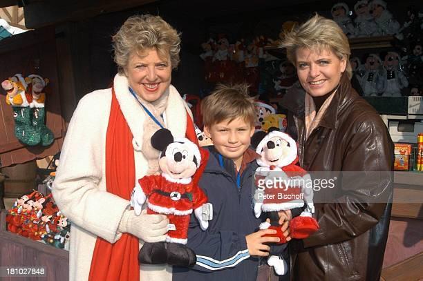 MarieLuise Marjan Alexander Spatzek Sohn von Andrea Spatzek Mutter 'DisneylandParis' Paris/Frankreich Schauspielerin Plüschfigur Puppe Micky Maus...