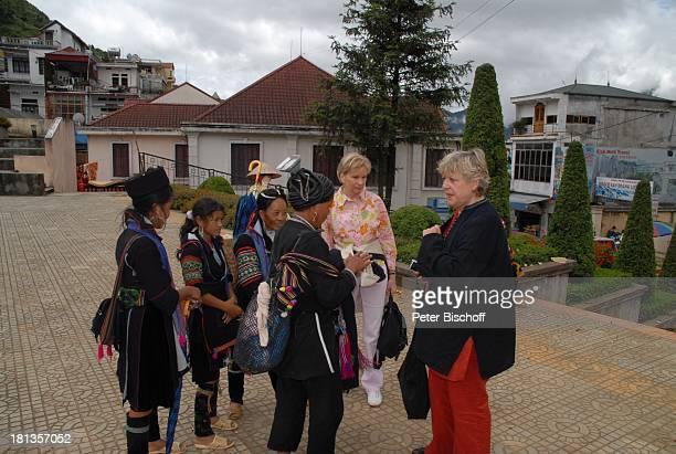 MarieLuise Marjan Frauen vom Stamm der Schwarzen Hmons Marianne Monika Raven Besuch P A T E N K I N D von MLMarjan Sapa Vietnam Asien Einheimische...