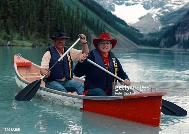 "Marie-Luise Marjan, Lebensgefährte Bodo;Bressler, ""Lake Louis""/Kanada, Urlaub,;Kanu-Fahrt, Fluß, Boot, Hut,"