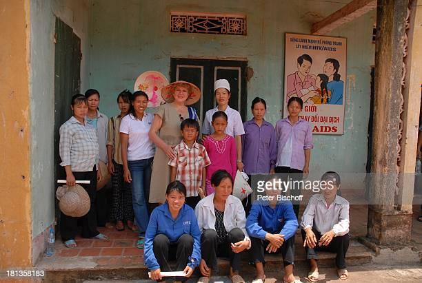 MarieLuise Marjan Patenkind Chu Thi Yen Bruder Chu Van Son Mutter Nguyen Thi Du Hebamme Schwangere Einheimische Besuch von Patenkind von MLMarjan...