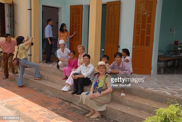 MarieLuise Marjan Patenkind Chu Thi Yen Hebamme Nguyen Thi Huong Marianne Monika Raven Einheimische Besuch von Patenkind von MLMarjan...