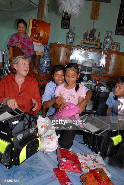 MarieLuise Marjan Patenkind Chu Thi Yen Mutter Nguyen Thi Du Bruder Chu Van Son Besuch von vietnamesischem Patenkind von MLMarjan Ngoen Village...