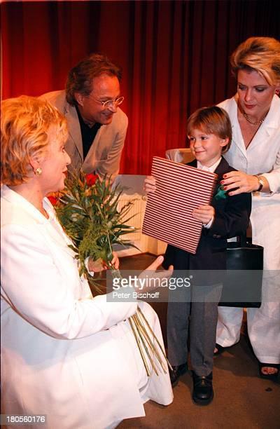 MarieLuise MarjanAndrea Spatzek Sohn60 Geburtstag WDRParty KölnerFilmhaus Köln Geschenk †berreichengratulieren