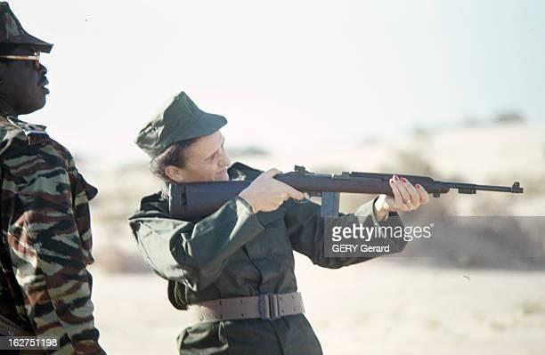 Mariem Daddah Practicing Rifle Shooting En Mauritanie en novembre 1977 aux côtés d'un militaire Mariem DADDAH en uniforme alias MarieThérèse GADROY...