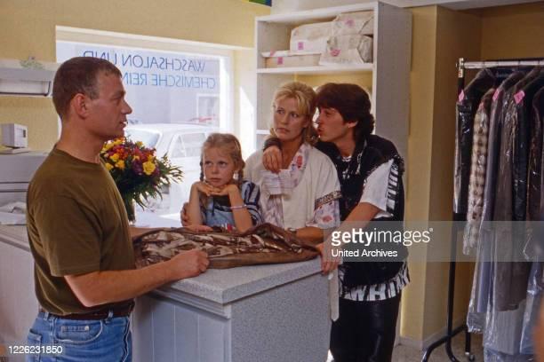 """Marienhof, Fernsehserie, Deutschland 1992 - 2011, Folge """"Zwei Väter"""", Darsteller: Ygal Gleim, Viktoria Fast, Evelyn Palek, Volkmar Witt"""